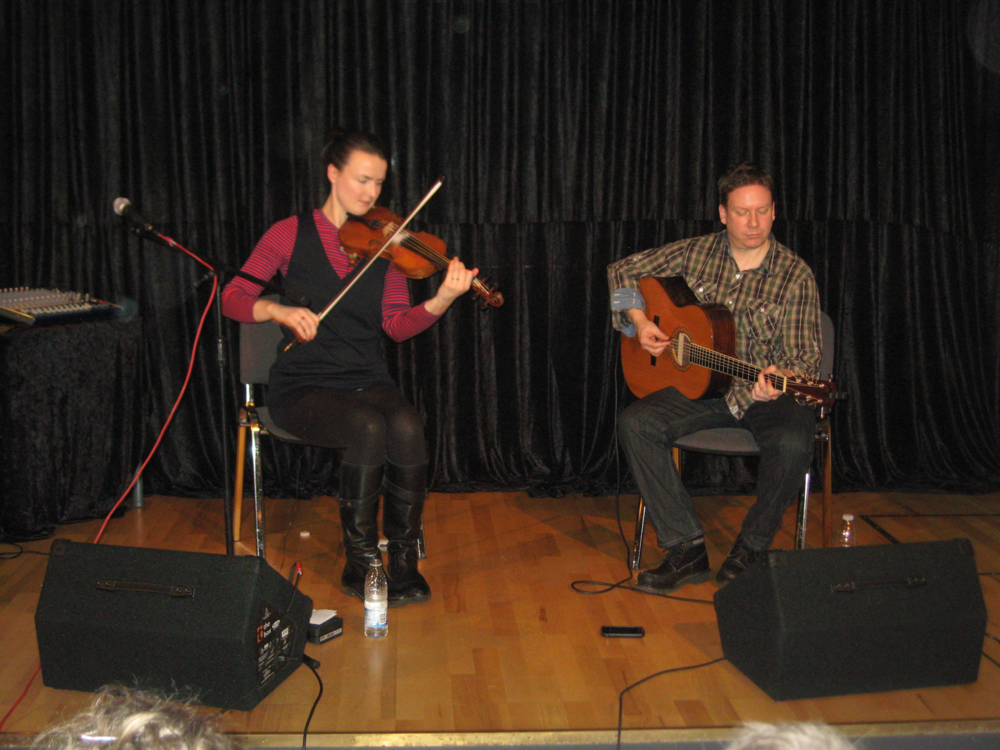 2012, 21. januar, Jenna Reid fra Shetland & guitaristen Kevin Mckenzie