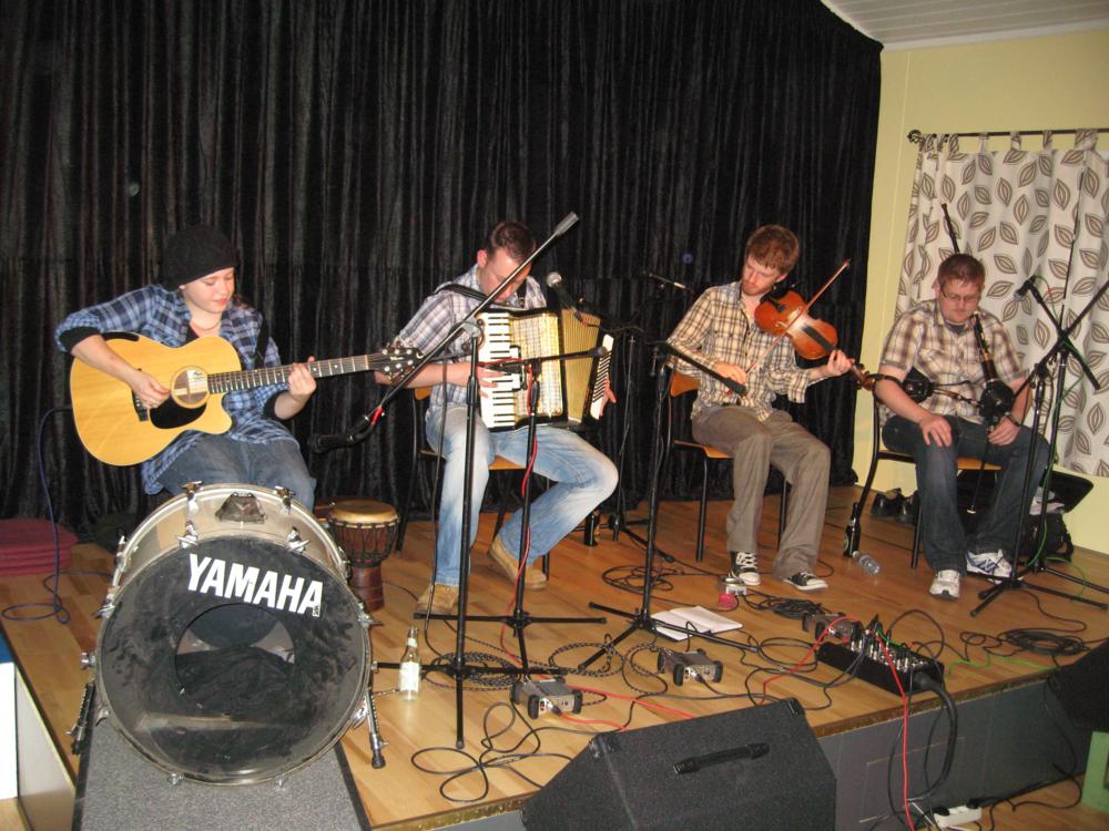 2010, 23. oktober, Bodega fra Skotland, Ross Cooper på violin