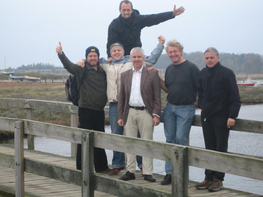 2005, 11. november, Grada fra Irland på Drejbroen med Eugene Graham (Lukas far) og Jeppe. Fløjtespilleren fra Grada, Alan Doherty også kendt for fløjtepartiet i filmen Ringenes Herre.