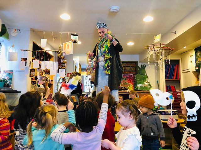 Laissez les bond temps rouler. Letting the good times roll at PKA on this Fat Tuesday 🎉 #mardigras #fattuesday #pka #southern #traditions #party #brooklyn #preschool #love @tallulah895