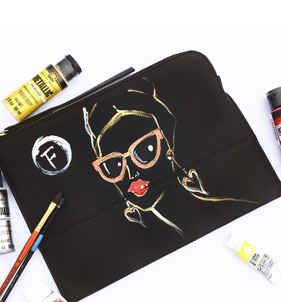 Live-sketch-on-black-leather-bag-for-French-Conncetion-event-by-Rongrong-DeVoe