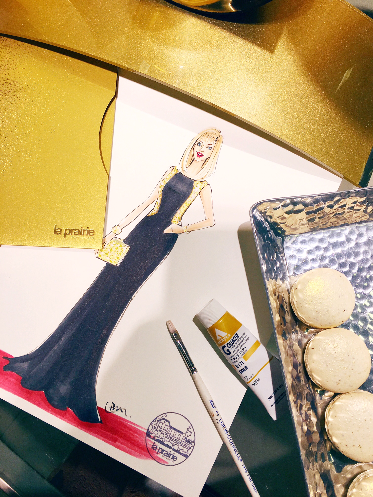 La-Prairie-live-sketch-event-at-Saks fifth avenue-Houston-by-fashion-illustrator-Rongrong-DeVoe--1