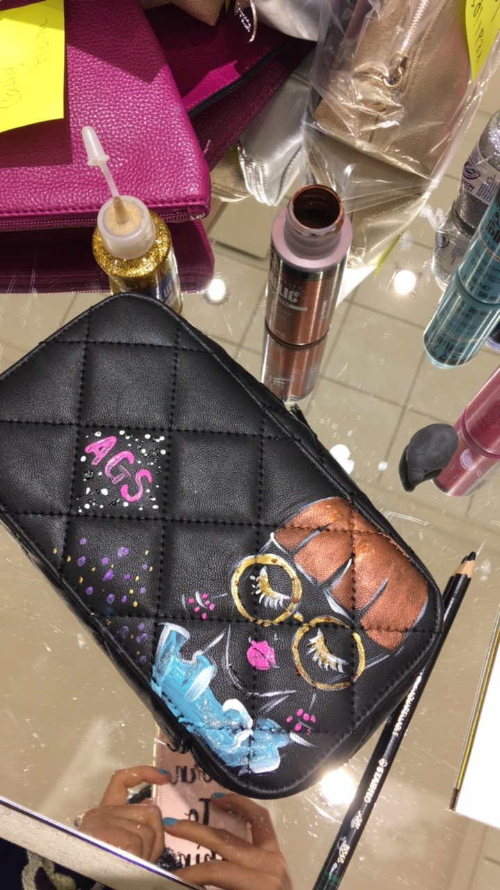 Live illustration at makeup event at Neiman Marcus by Houston artist Rongrong DeVoe.JPG