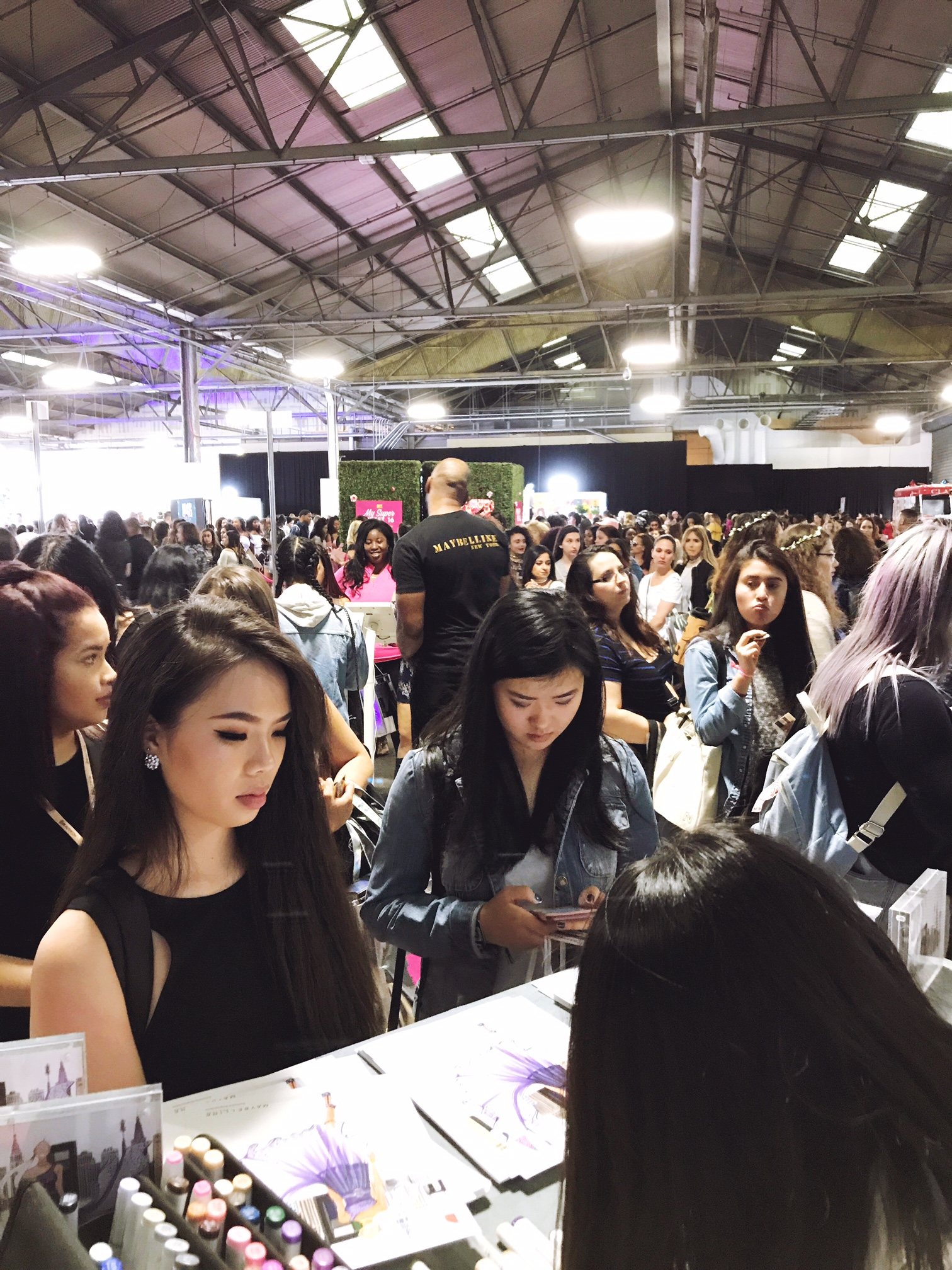 fashion illustrator Rongrong DeVoe at Maybelline New York BeautyCon festival live sketch customers