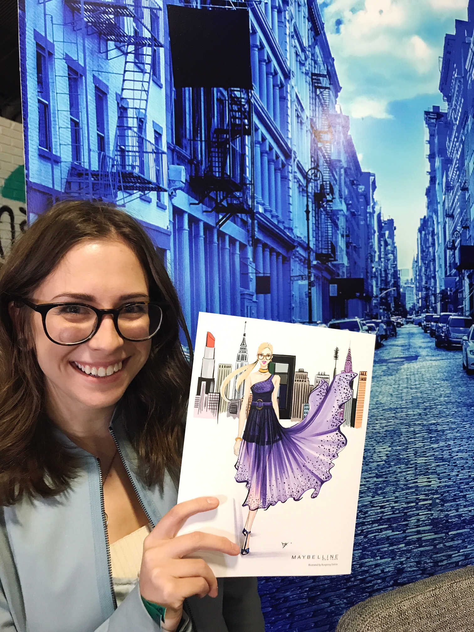 fashion illustrator Rongrong DeVoe live sketch at Maybelline New York BeautyCon festival, happy customer