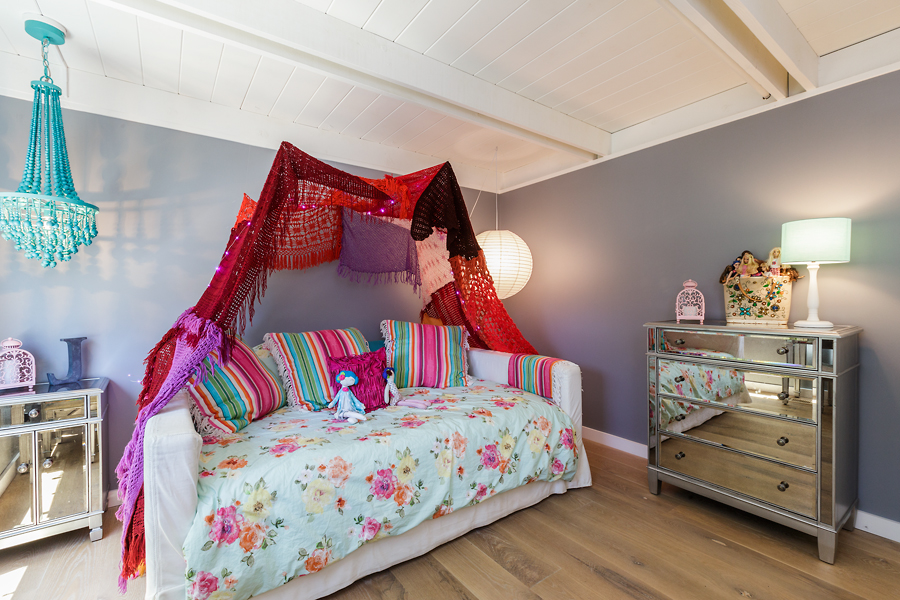 19-406-Hilldale-Way-girls-bedroom-web.jpg