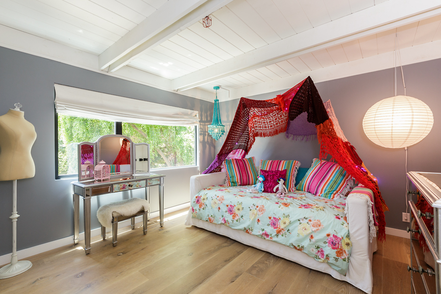 18-406-Hilldale-Way-girls-bedroom-web.jpg
