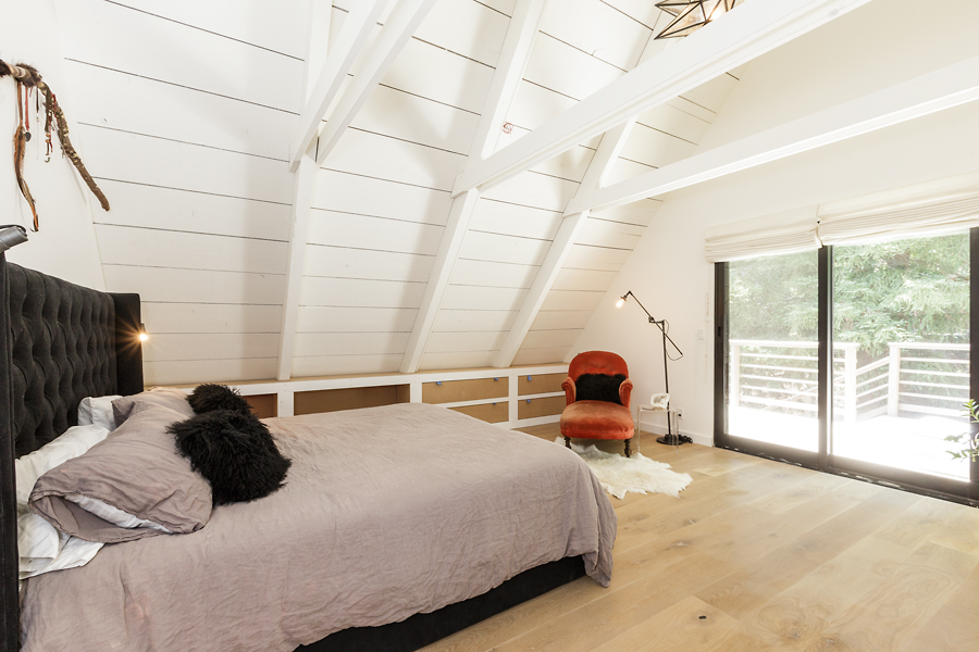 23-406-Hilldale-Way-master-bedroom-web.jpg