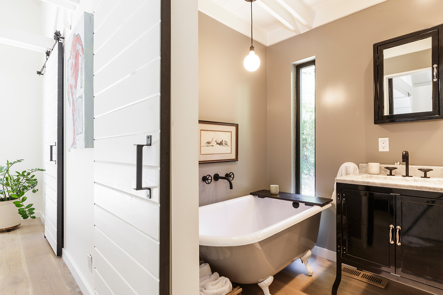 29-406-Hilldale-Way-master-bathroom-web.jpg
