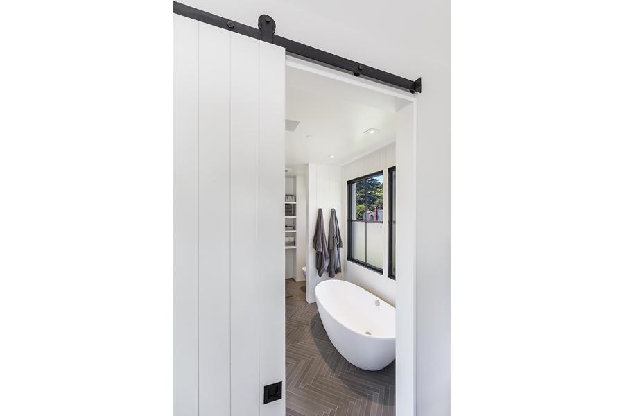 19-51-Walnut-Ave-master-bathroom-web.jpg