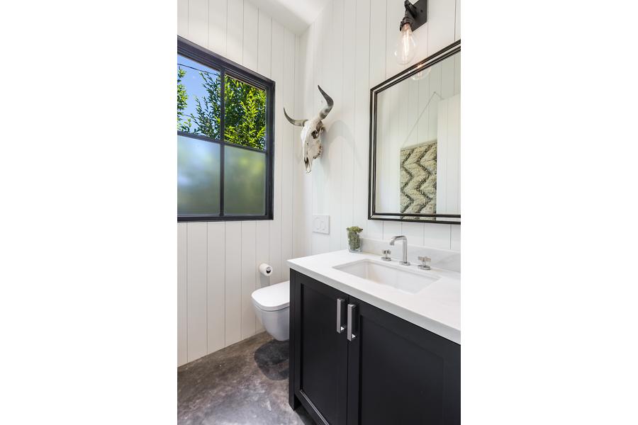 23-51-Walnut-Ave-bathroom-web.jpg