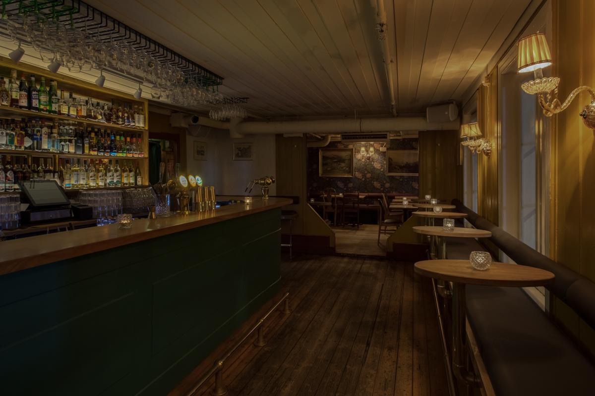 Salongene: barområdet oppe