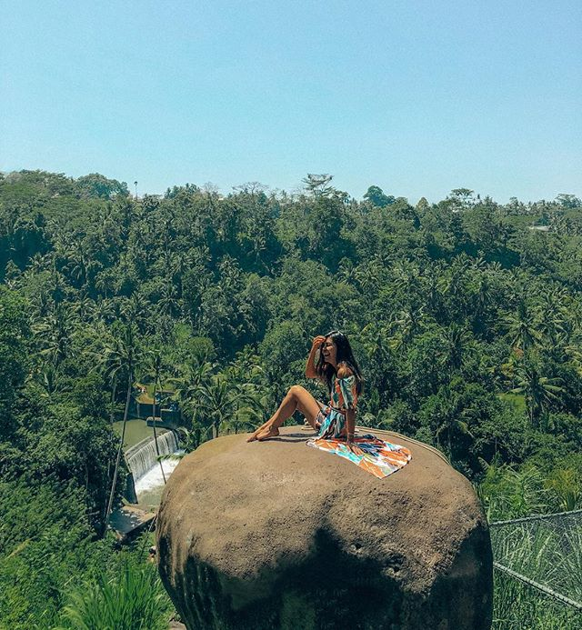 If you can't have a good laugh at yourself while burning your bum, posing on a giant rock in the middle of the jungle then what CAN you laugh at? »»»⠀⠀⠀⠀⠀⠀⠀⠀⠀⠀⠀⠀⠀⠀ #avecnoirxBali⠀⠀⠀⠀⠀⠀⠀⠀⠀⠀⠀ »»»⠀⠀⠀⠀⠀⠀⠀⠀⠀⠀⠀ »»⠀⠀⠀⠀⠀⠀⠀⠀⠀⠀⠀ »⠀⠀⠀⠀⠀⠀⠀⠀⠀⠀⠀ #sheisnotlost #girlsthatwander #ladiesgoneglobal #exploremore #ilovetravel #travelbloggers #girlsvsglobe #shetravels #instatravel #instapassport #solotravel #travelgoals #travelwomen #travelwithme #wearetravelgirls #picoftheday #wanderlust #travelandleisure #travelfemme #thetravelwomen #followingthegirls #globelletravels #speechlessplaces #beautifulmatters #traveltagged #beautifuldestinations #travelgoals #beautifulseasia