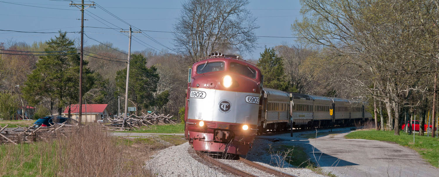 A 14 car-long matching stainless steel TCRM railway excursion, behind its fleet of first generation diesels, rounds the curve near Mt. Juliet in March 2016. It would look nice with a 4-8-4 on the point. Photo: D. Ward