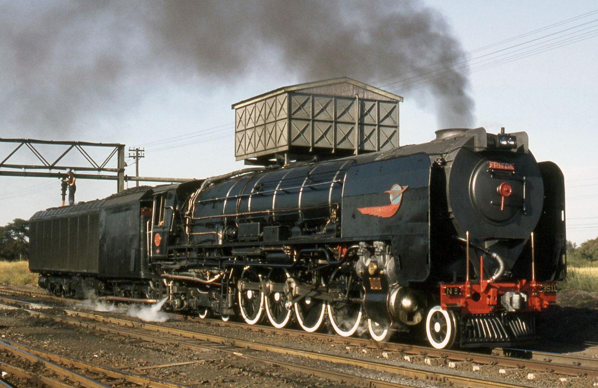 Condensing locomotive of the SAR Class 25 - Photo: M. Best
