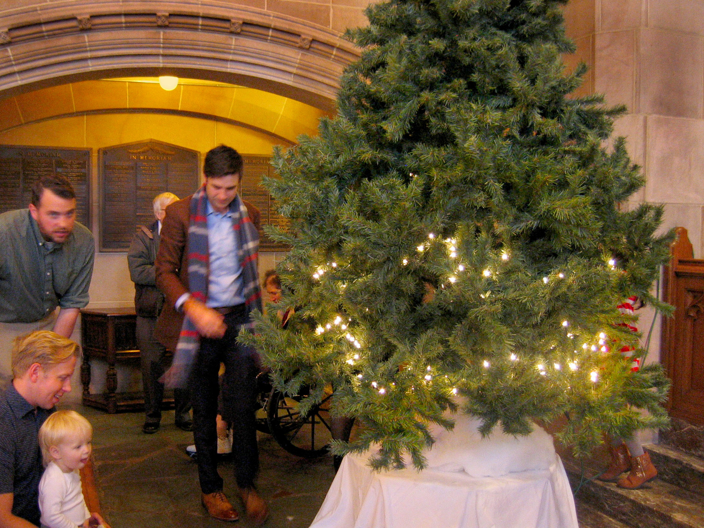 7.3 Xmas tree child delight.JPG