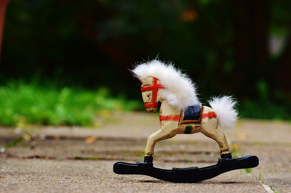 rocking-horse-982791_960_720.jpg