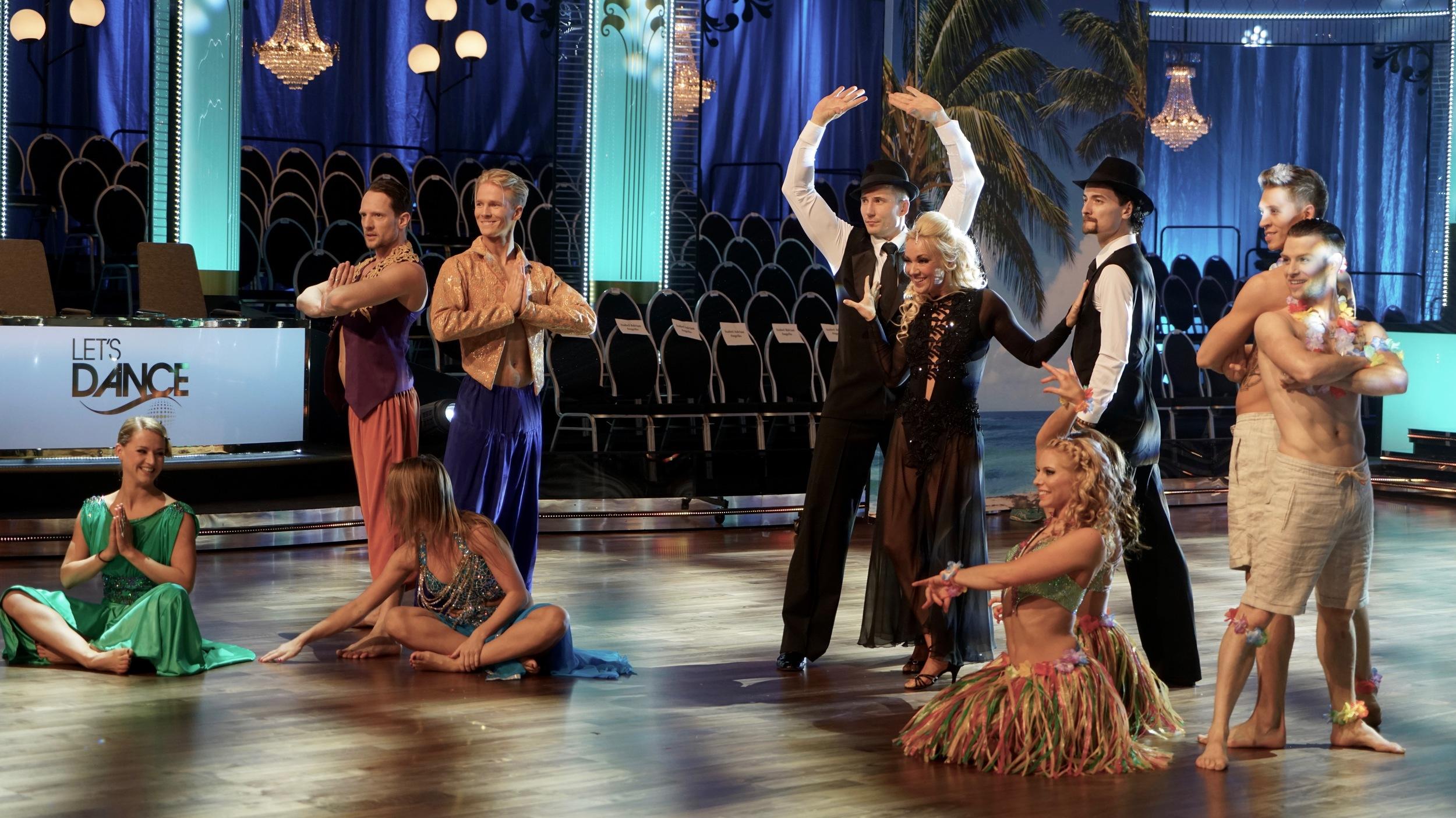 Alla fina dansare i slutet av deras dans.