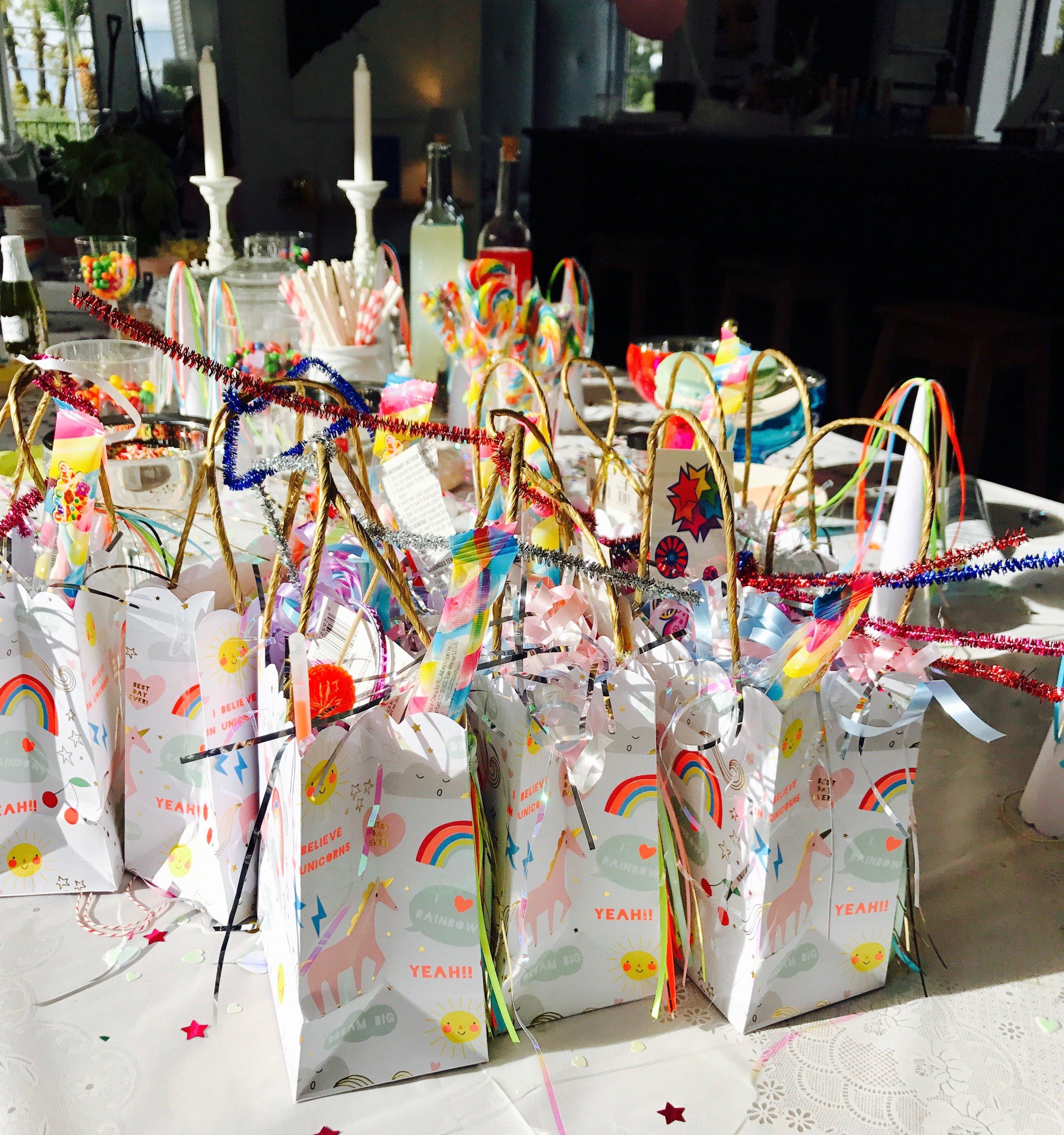 Självklart hade vi ordnat härliga goodiebags med massa leksaker i.