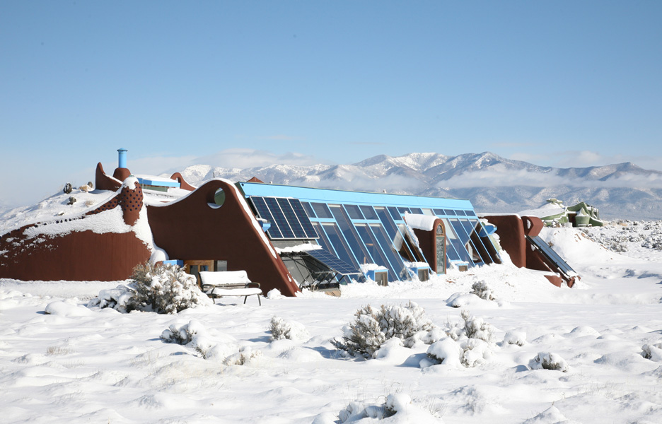 earthship-in-snow.jpg