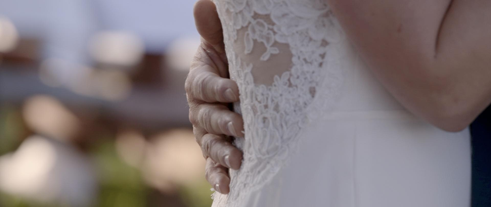Lisa and Taylor-Oregon Wedding Video -13.jpg