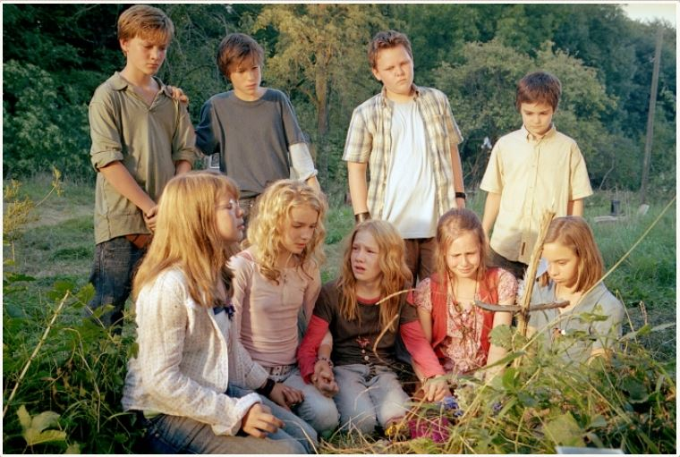 A shot from the production of  Die Wilden Hühner  , the 2006 German film adaption of  The   WIld Chicks.