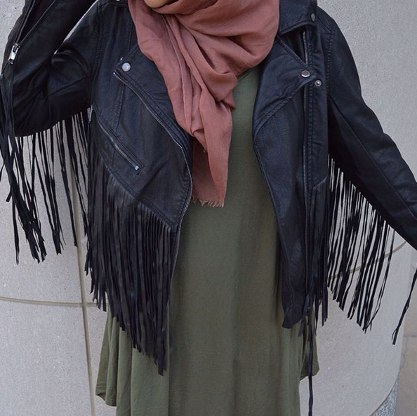 Fringeeeeee! This jacket is linked  here ,  similar cream version  here , and a suede fringe jacket  here .
