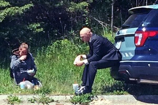 Trooper Bonin with girl;  Photo: Jacob Morse