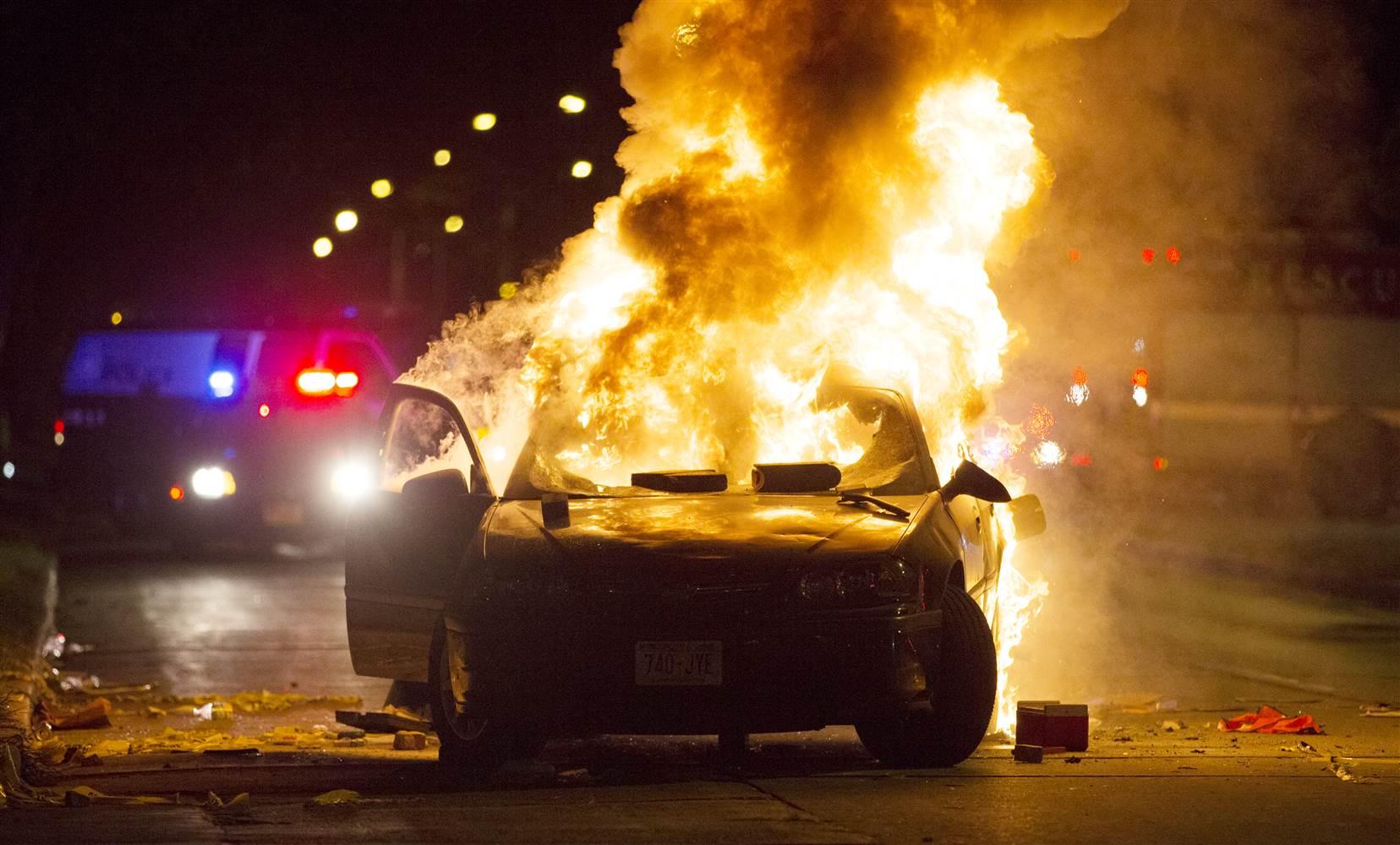 A scene from riots in Milwaukee on Aug. 13, 2016;  Photo: Calvin Mattheis/Milwaukee Journal Sentinel