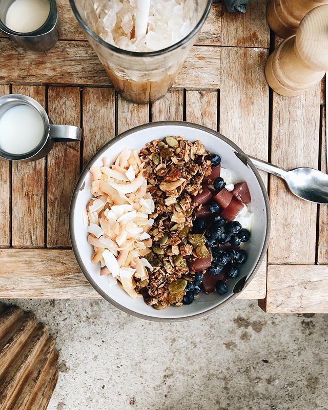 Yogurt bowl goals at @greatwhitevenice 🌟🌟🌟 First thing I like to do in a new place is check out the breakfast spots. #venice