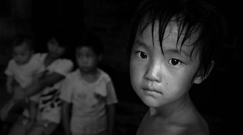 - 53%弱勢兒童長期缺乏含鈣食物84%弱勢兒童常以罐頭,泡麵,餅乾,糖果充飢27%的弱勢兒童沒有天天吃早餐14%弱勢兒童沒有天天吃晚餐