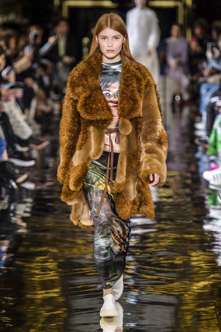 hbz-fw2018-trends-statement-coats-shearling-02-mccartney-rf18-0529-1521497265.jpg