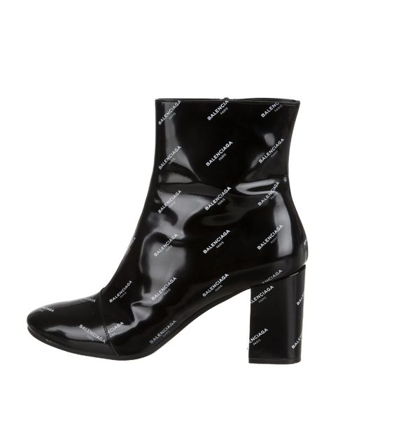 Gabriela Peregrina_strutting my style_shoes 2019_balenciaga.jpg