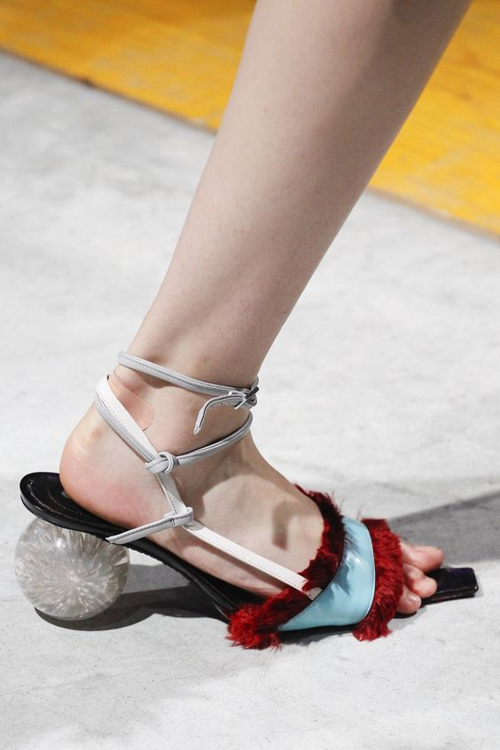 Gabriela Peregrina_strutting my style_shoes 2019_2.jpg