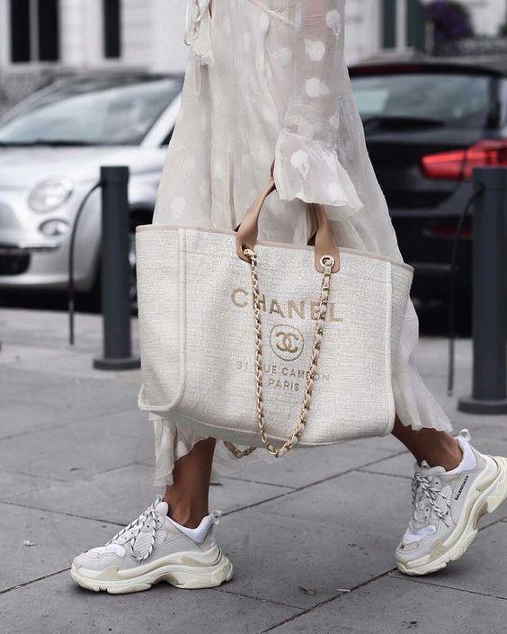 Gabriela Peregrina_strutting my style_shoes 2019_sneaker trend.jpg