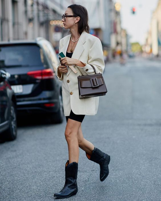 Gabriela Peregrina_strutting my style_shoes 2019_western vibes_cowboy-boots.jpg