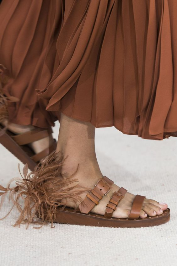 Gabriela Peregrina_strutting my style_shoes 2019_feathers-valentino.jpg
