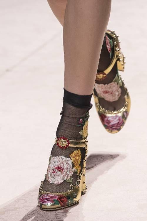 gabriela peregrina_strutting my style_shoes 2019_sheer nylon.jpg