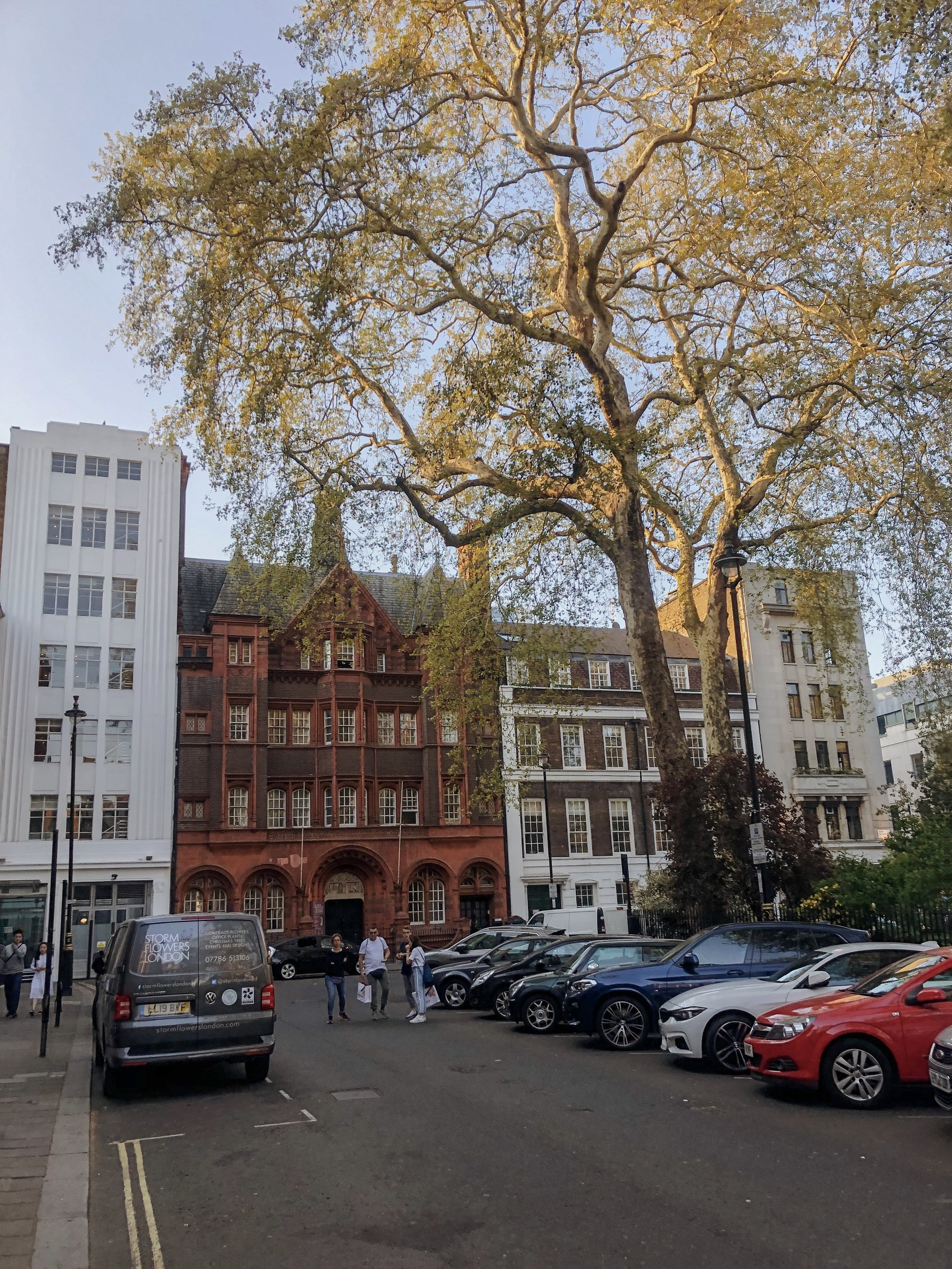 - First-Timer's Guide to London