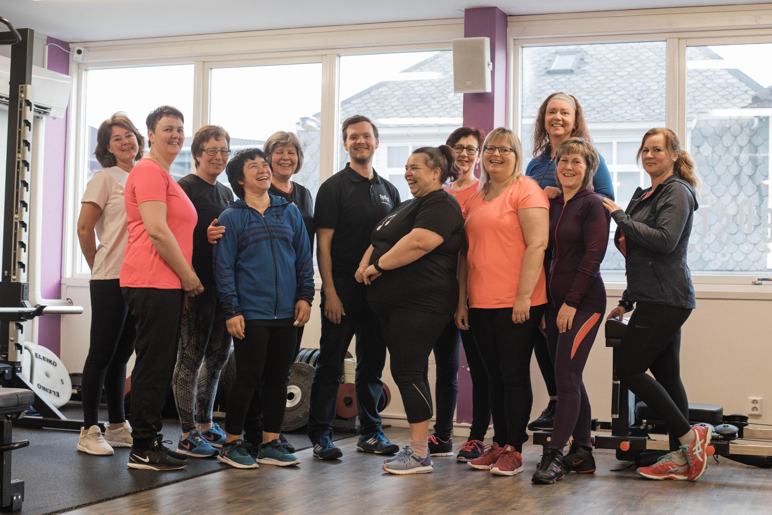 Frå venstre: May, Tone, Edith, Kari, Astrid, Kjetil, Hege, Solfrid, Laila, Mona, Brynhild og Ingunn. Photo Lisa Giil.