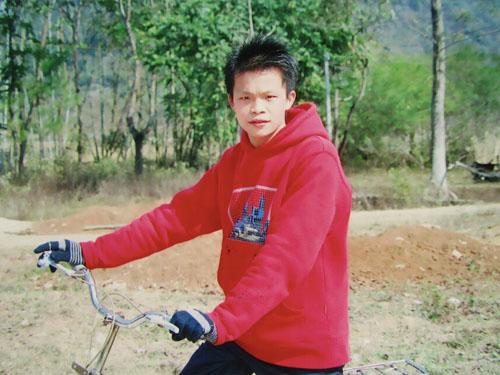 Thomas  於  2004  年入住陽光兒童村,其後修讀醫科