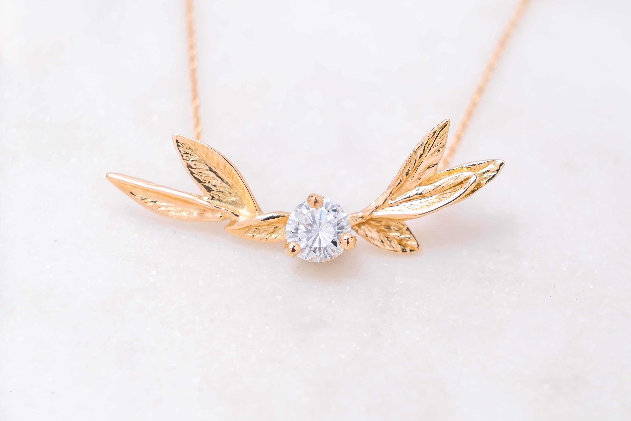 women-custom-necklace-gold-diamond-the-black-alchemy-5
