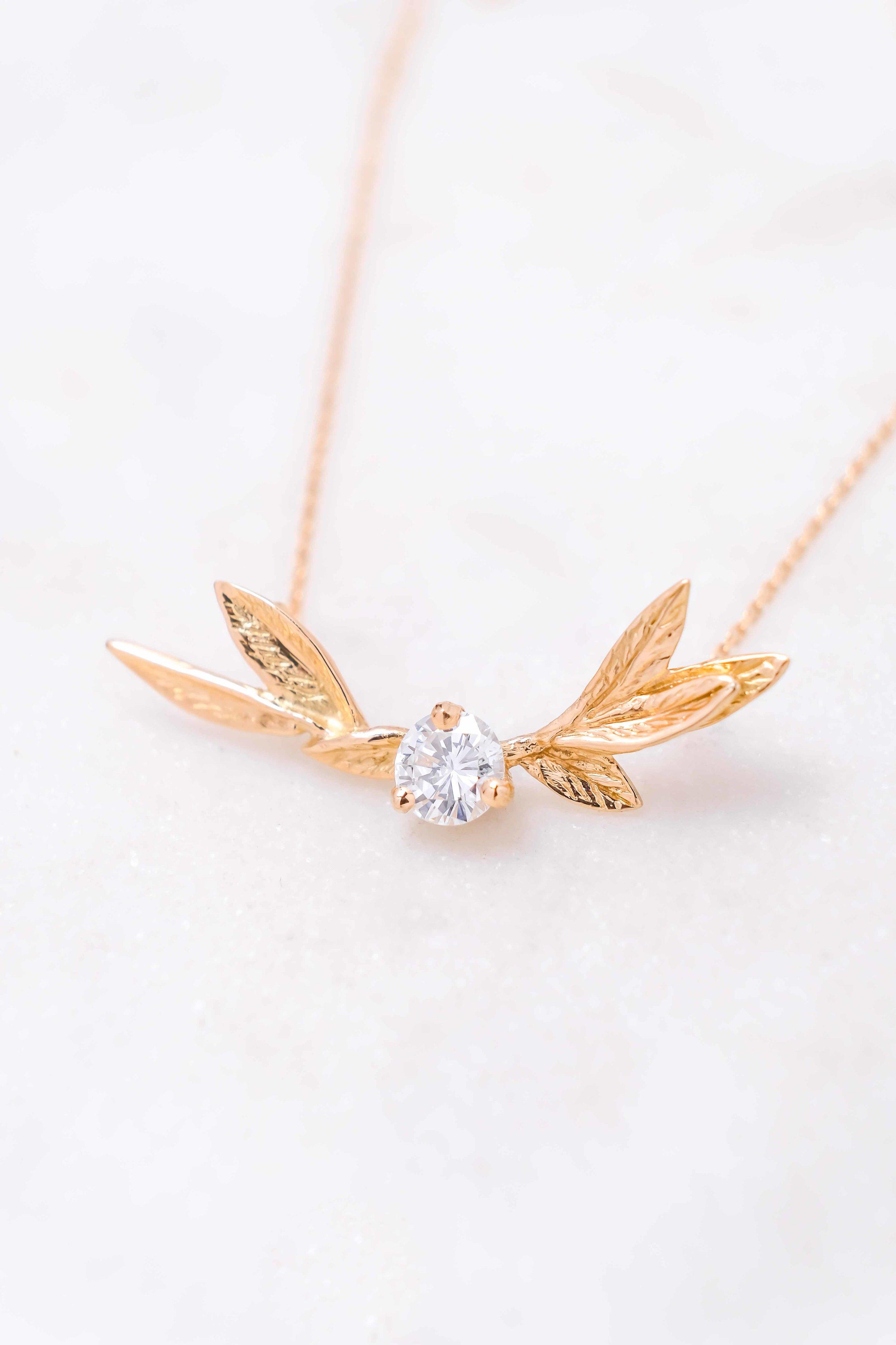 women-custom-necklace-gold-diamond-the-black-alchemy-4