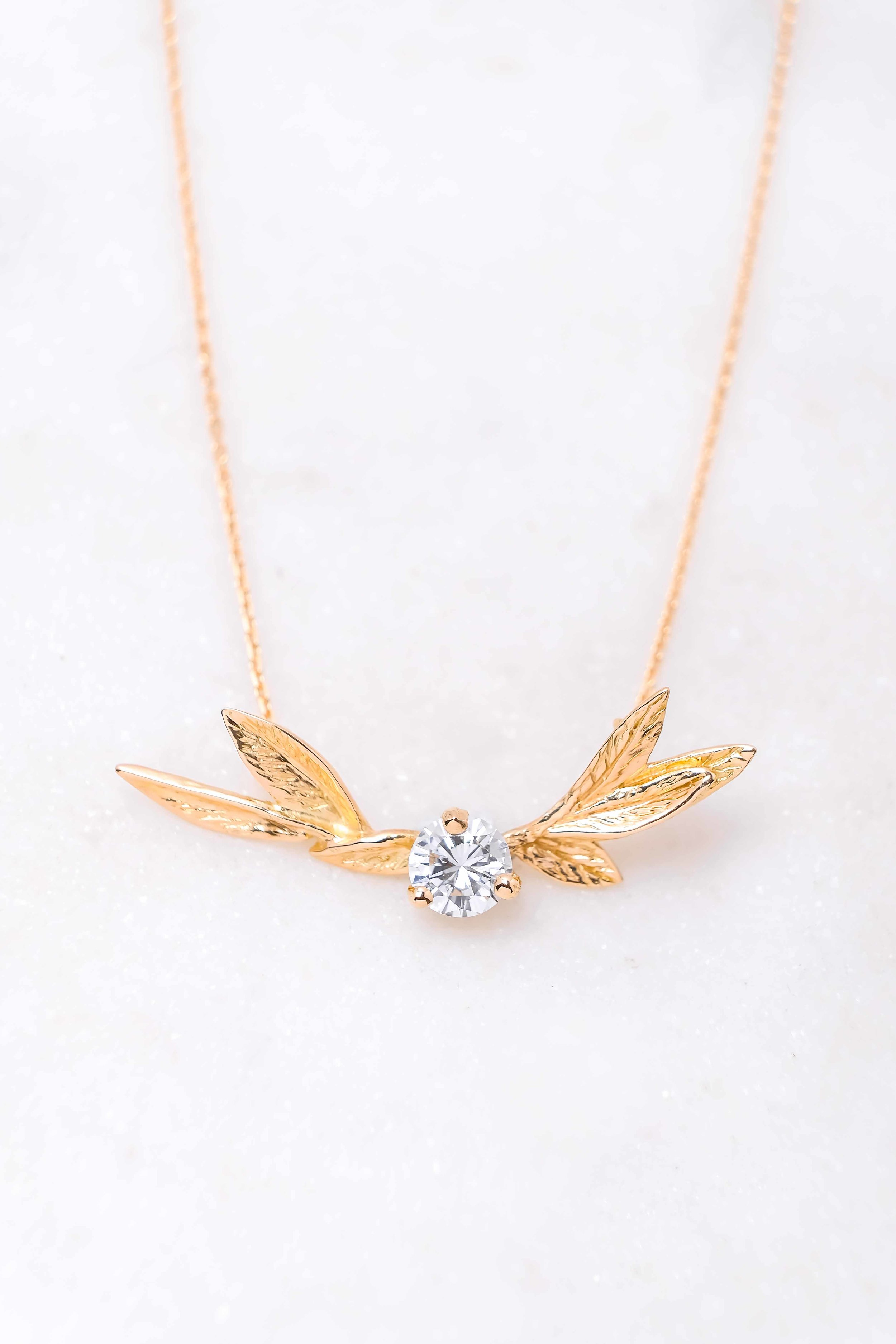 women-custom-necklace-gold-diamond-2
