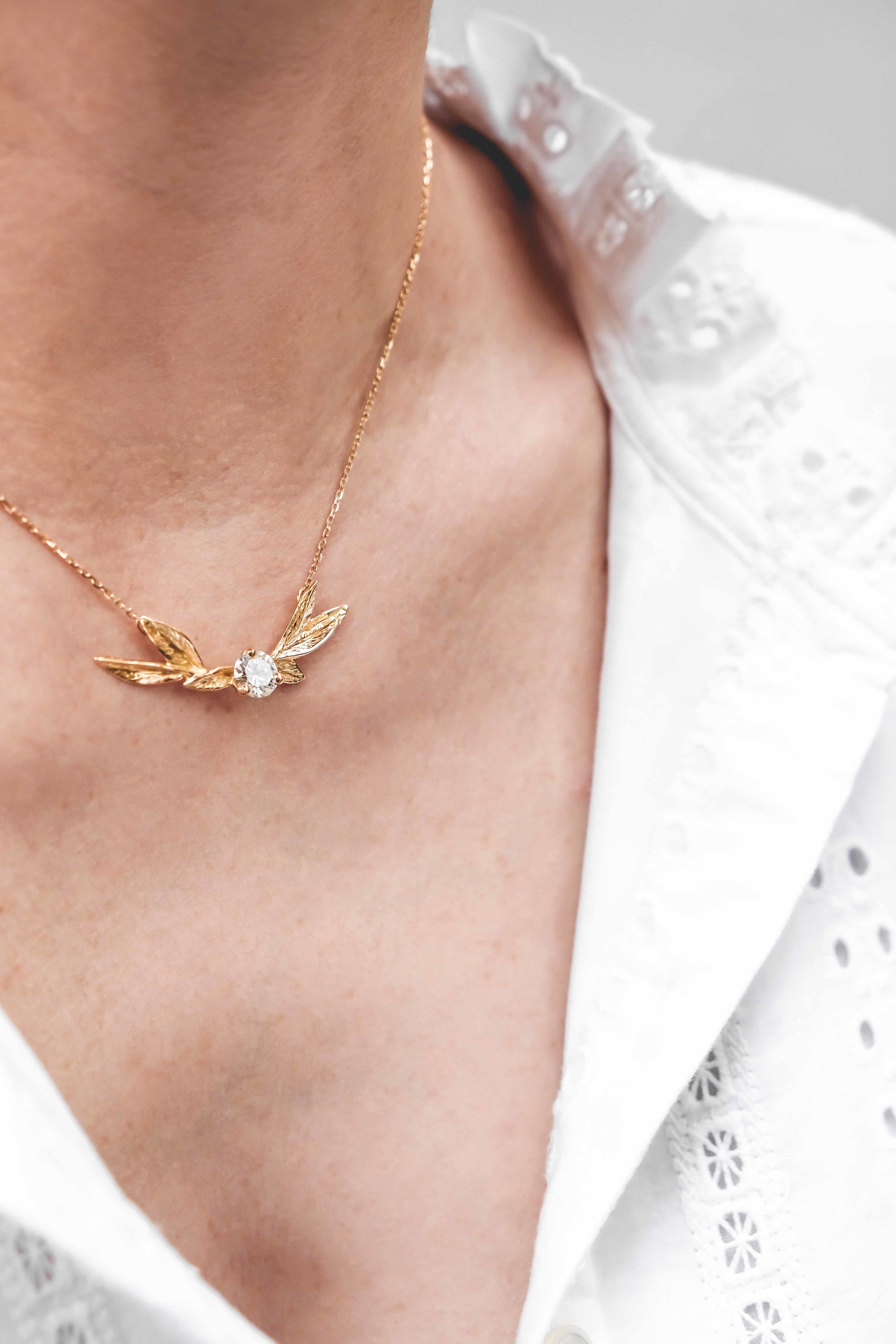 women-custom-necklace-gold-diamond-the-black-alchemy-6