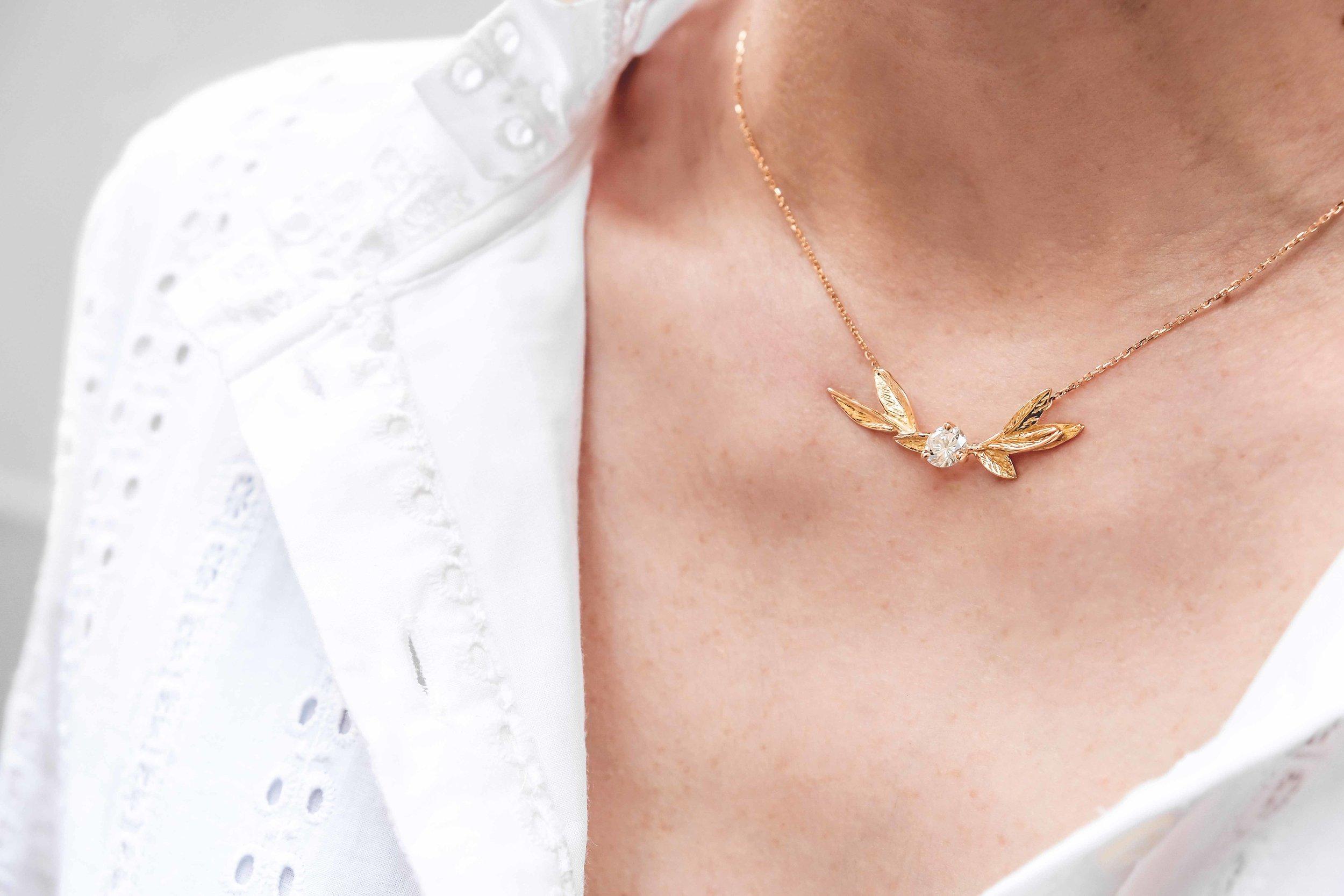 women-custom-necklace-gold-diamond-the-black-alchemy-3