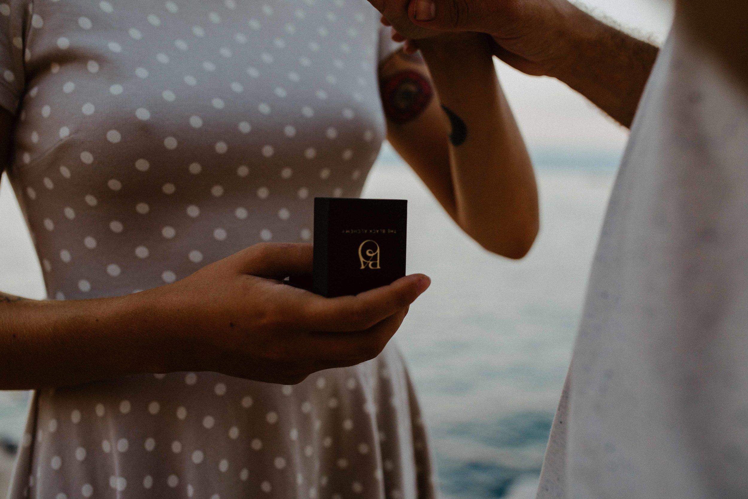 wedding-gold-ring-aquamarine-lea-julien-theblackalchemy-12.jpg