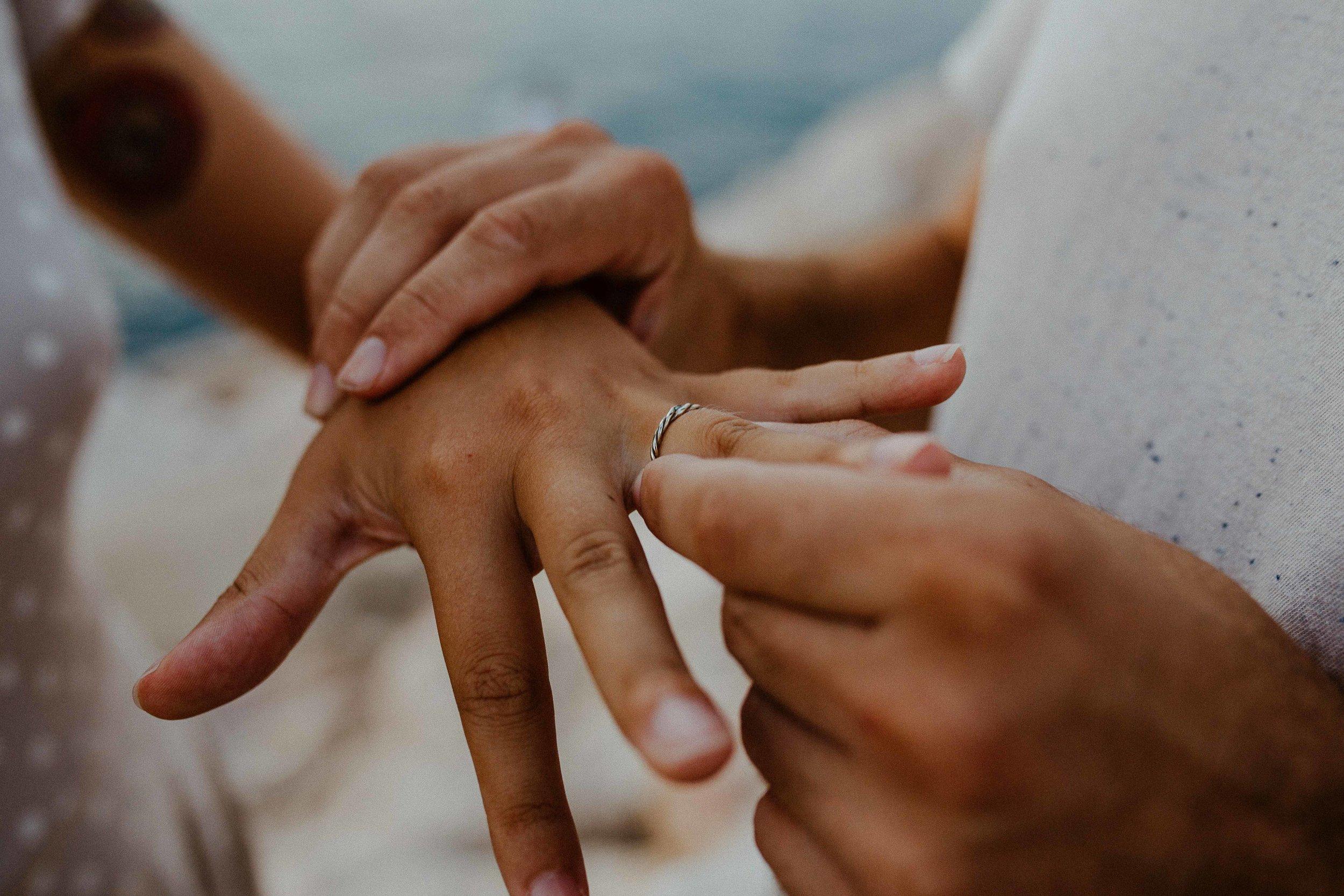 wedding-gold-ring-aquamarine-lea-julien-theblackalchemy-13.jpg