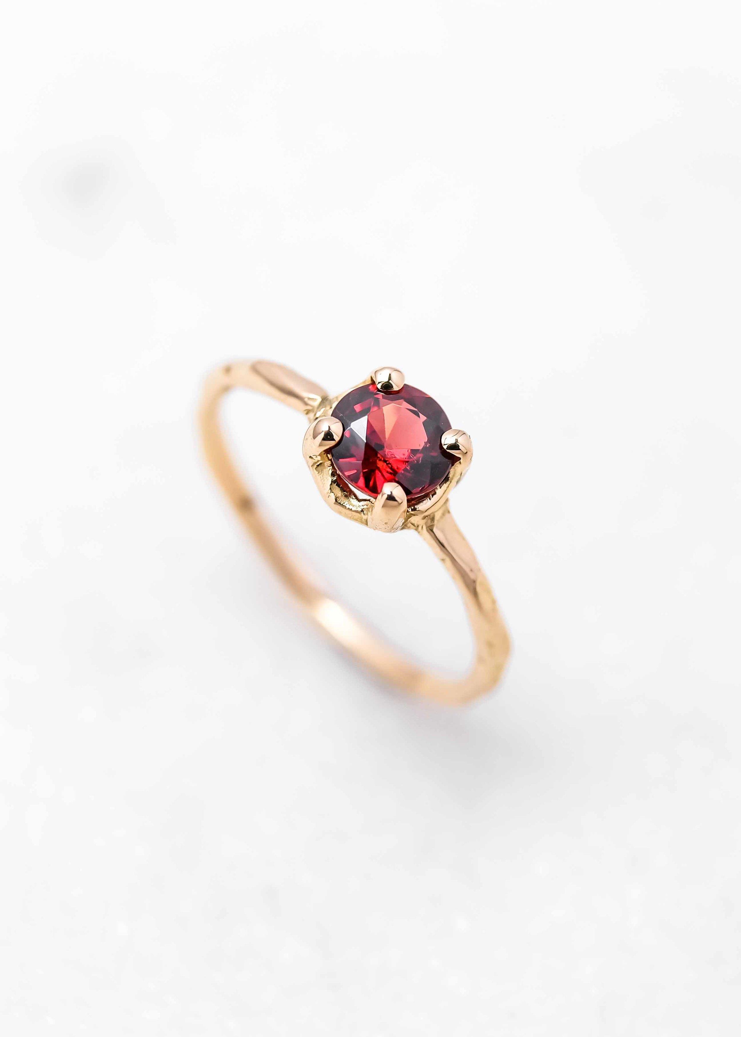 jewelry-wedding-ring-gold-grenat-the-black-alchemy-4.jpg