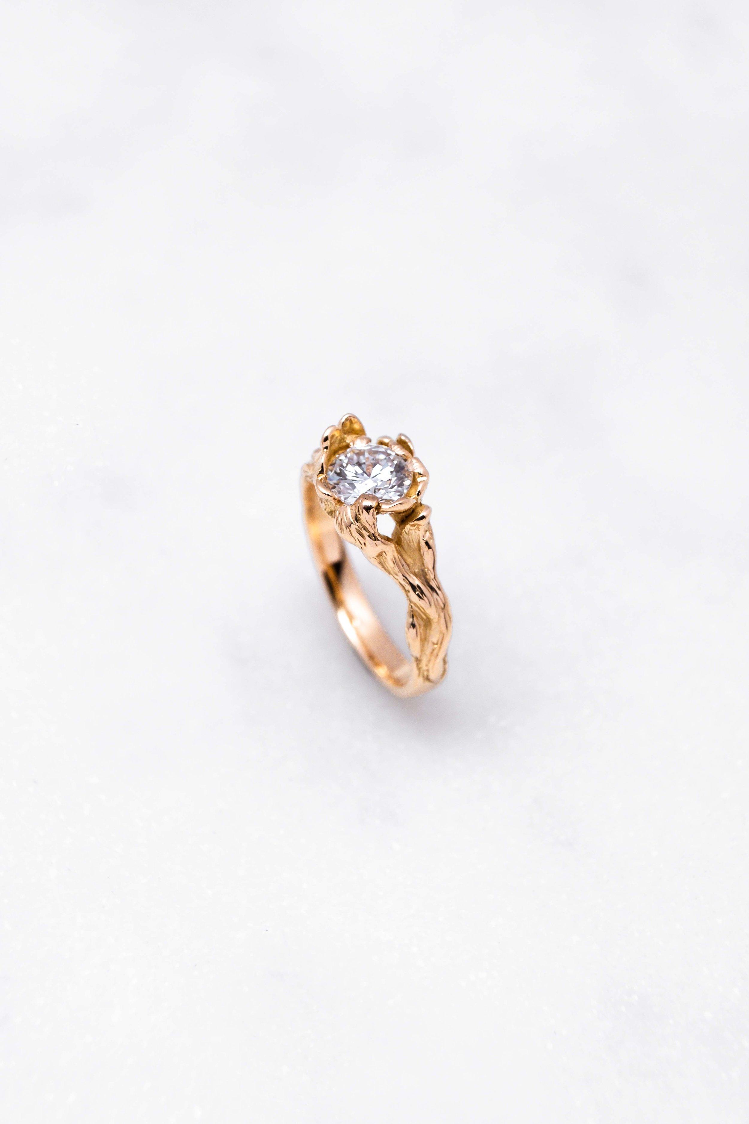 gold-ring-diamond-orphea-the-black-alchemy-4.jpg